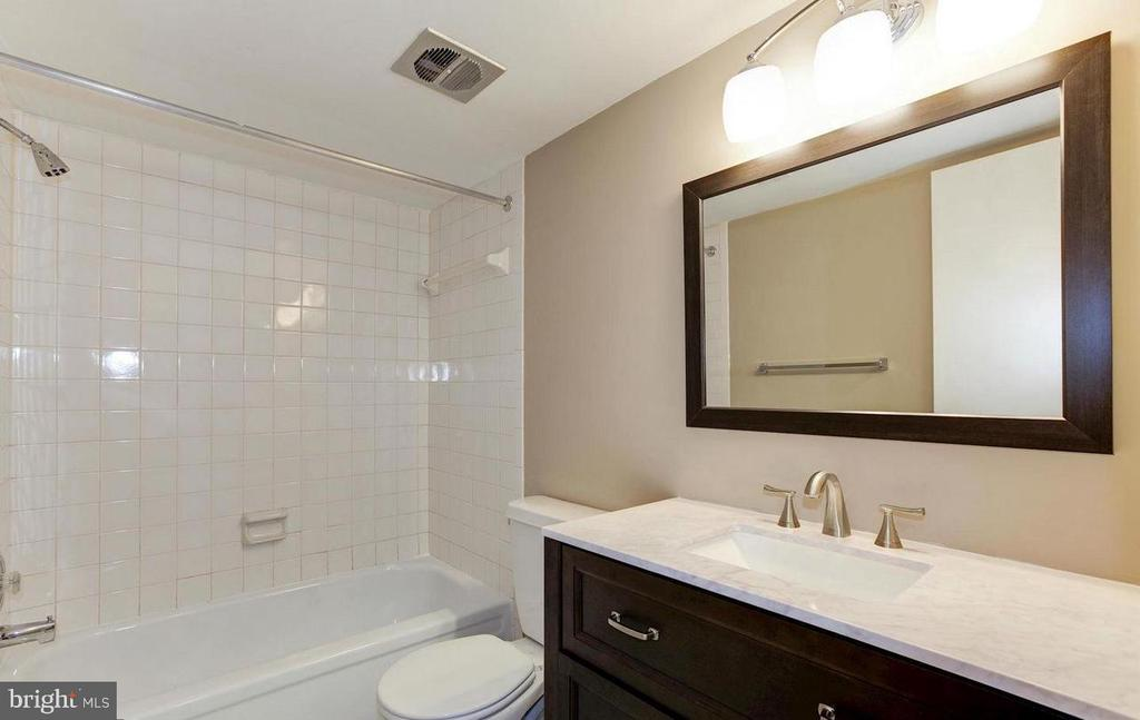 Primary full bath - 816 QUINCE ORCHARD BLVD #102, GAITHERSBURG