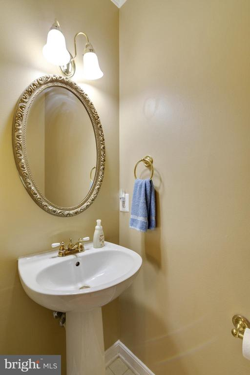 Powder Room - 14859 BUTTONWOOD CT, WOODBRIDGE
