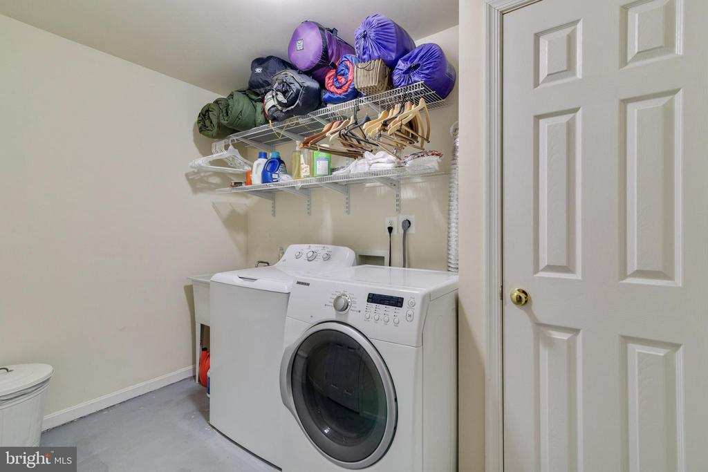 Laundry Room with Utility Sink - 14859 BUTTONWOOD CT, WOODBRIDGE