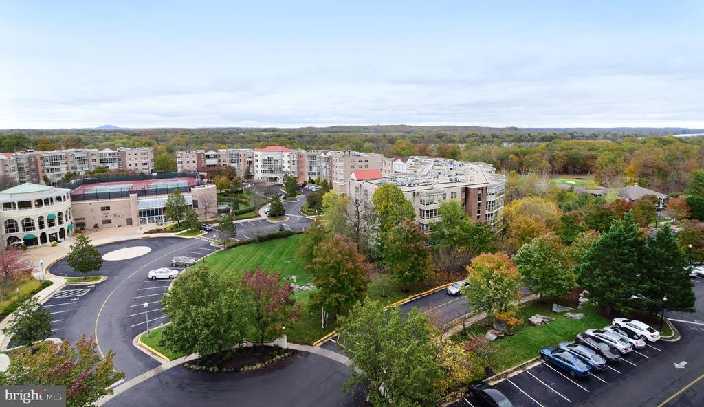 Views of community and beyond! - 19385 CYPRESS RIDGE TER #817, LEESBURG