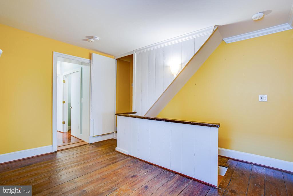 1113 2nd Floor Living Room - 1113 CAROLINE ST, FREDERICKSBURG