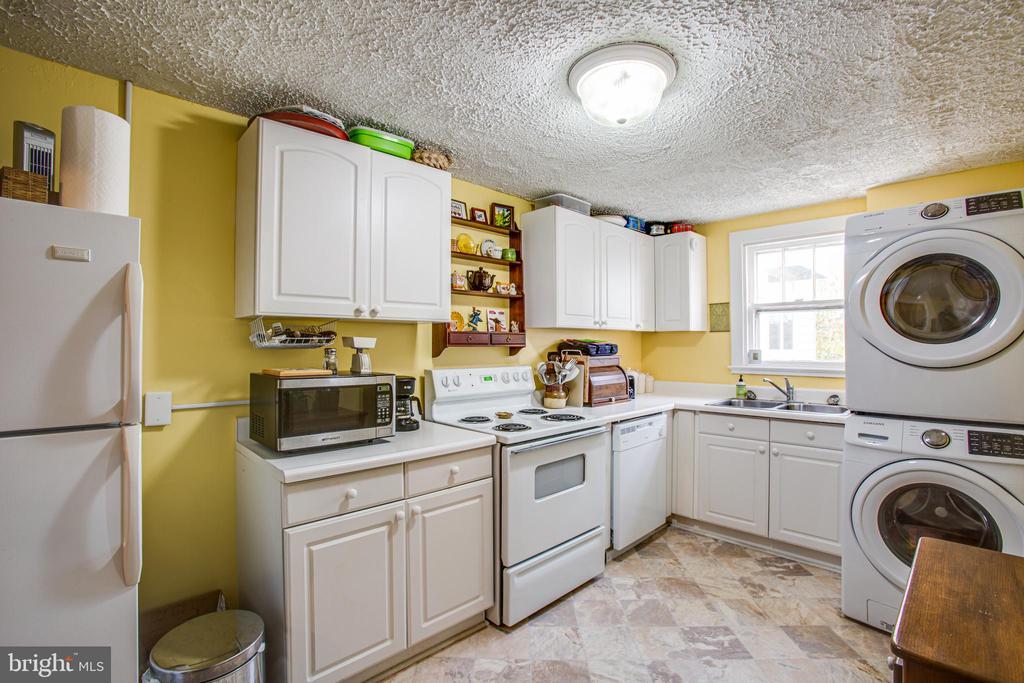 1111 Kitchen - 1113 CAROLINE ST, FREDERICKSBURG