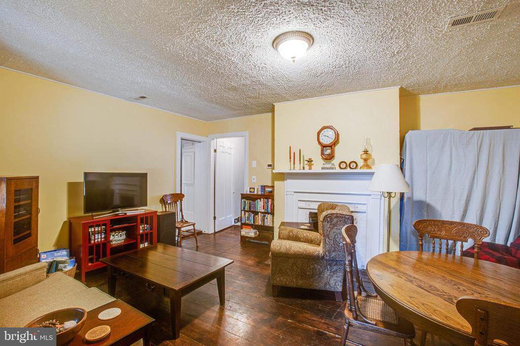1111 Living Room - 1113 CAROLINE ST, FREDERICKSBURG
