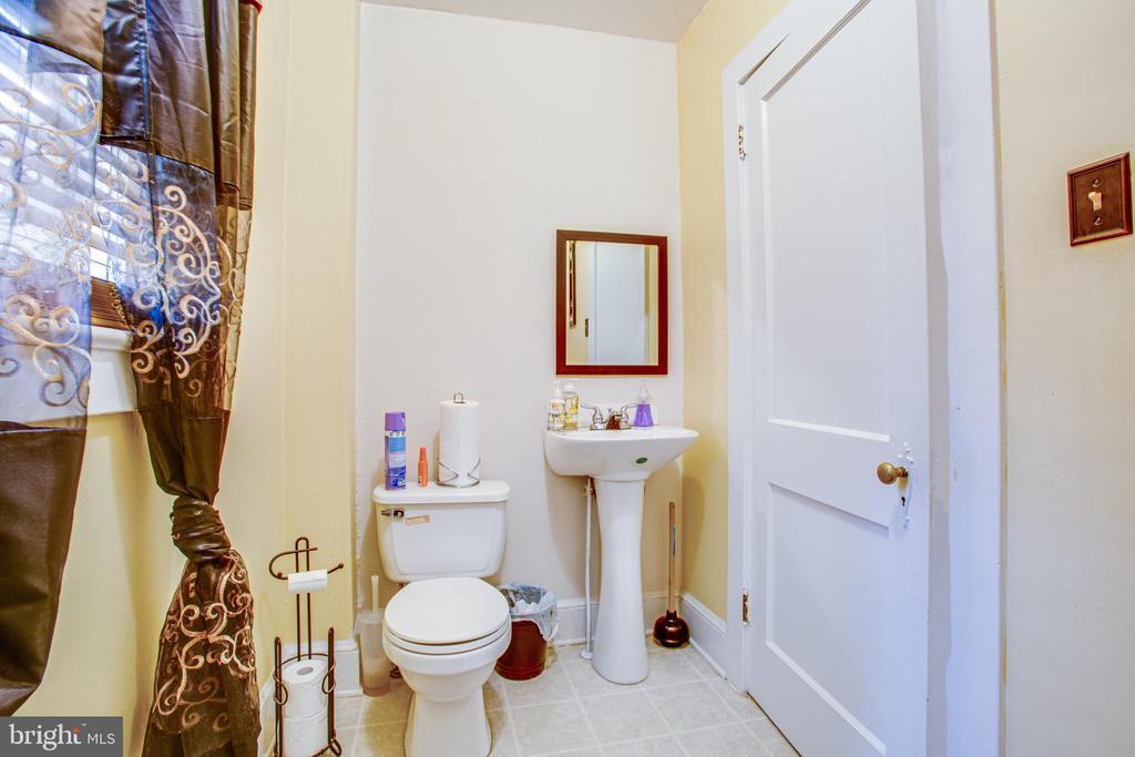 1111 Caroline Commercial Space Half Bath - 1113 CAROLINE ST, FREDERICKSBURG