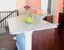Double sink in granite island with breakfast bar - 43374 TOWN GATE SQ, CHANTILLY