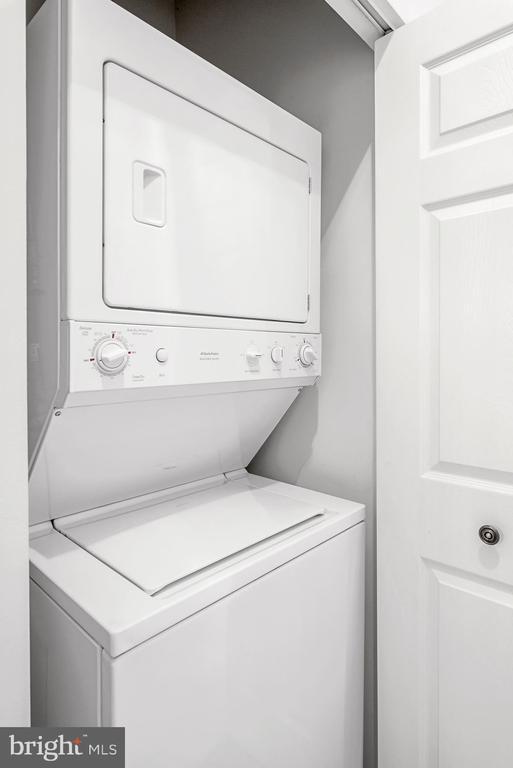 Stackable washer/dryer - 19355 CYPRESS RIDGE TER #405, LEESBURG