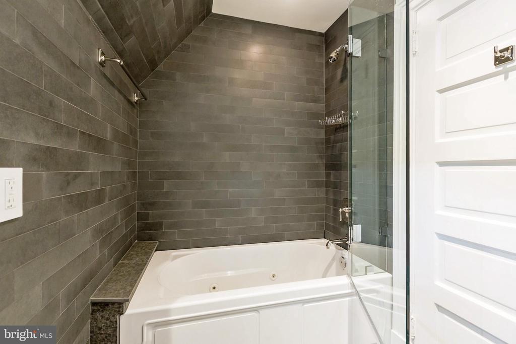 Bathroom - 2446 KALORAMA RD NW, WASHINGTON