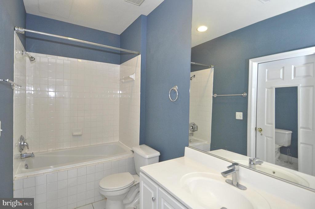 NEW luxury flooring in oversized bathroom - 2310 14TH ST N #205, ARLINGTON