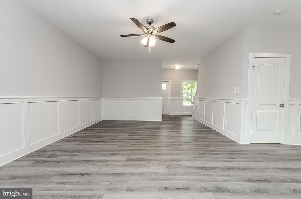 Living room with wainscoting - 986 LOWER CLUBHOUSE DR, HARPERS FERRY