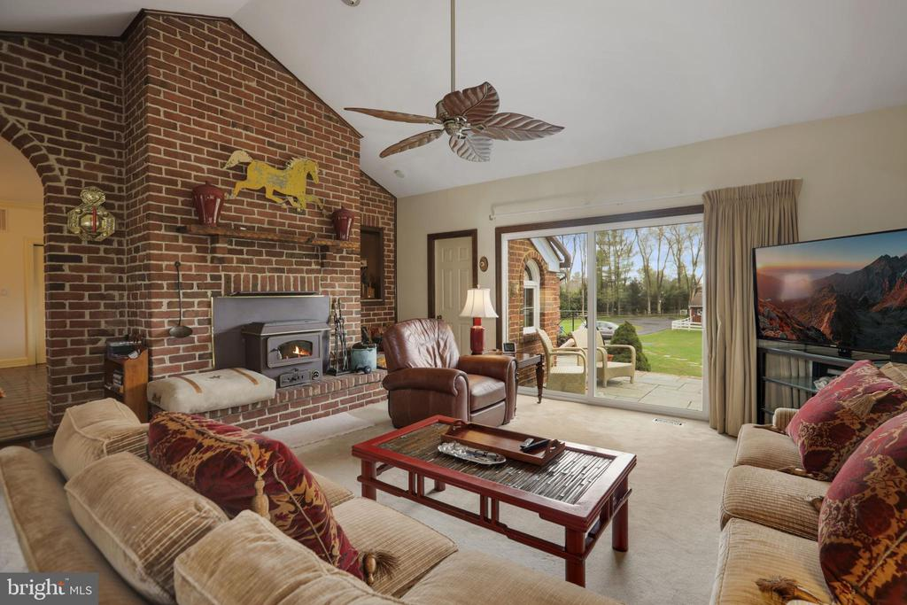 Family Room - 9621 GEORGETOWN PIKE, GREAT FALLS