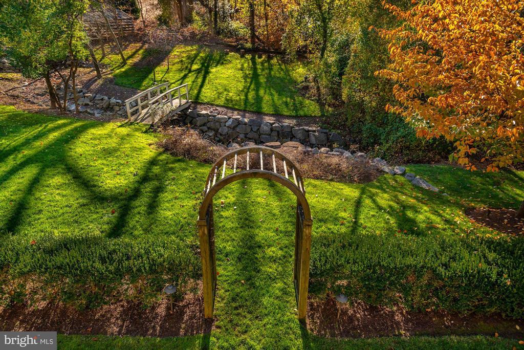 Landscaped Gardens - 6622 MALTA LN, MCLEAN