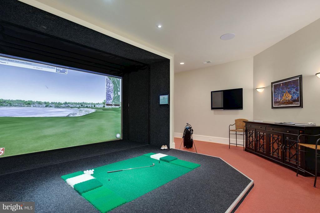 Golf Simulator - 6622 MALTA LN, MCLEAN