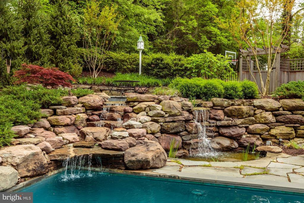 Waterfall Feature Spillin into the Pool - 6622 MALTA LN, MCLEAN