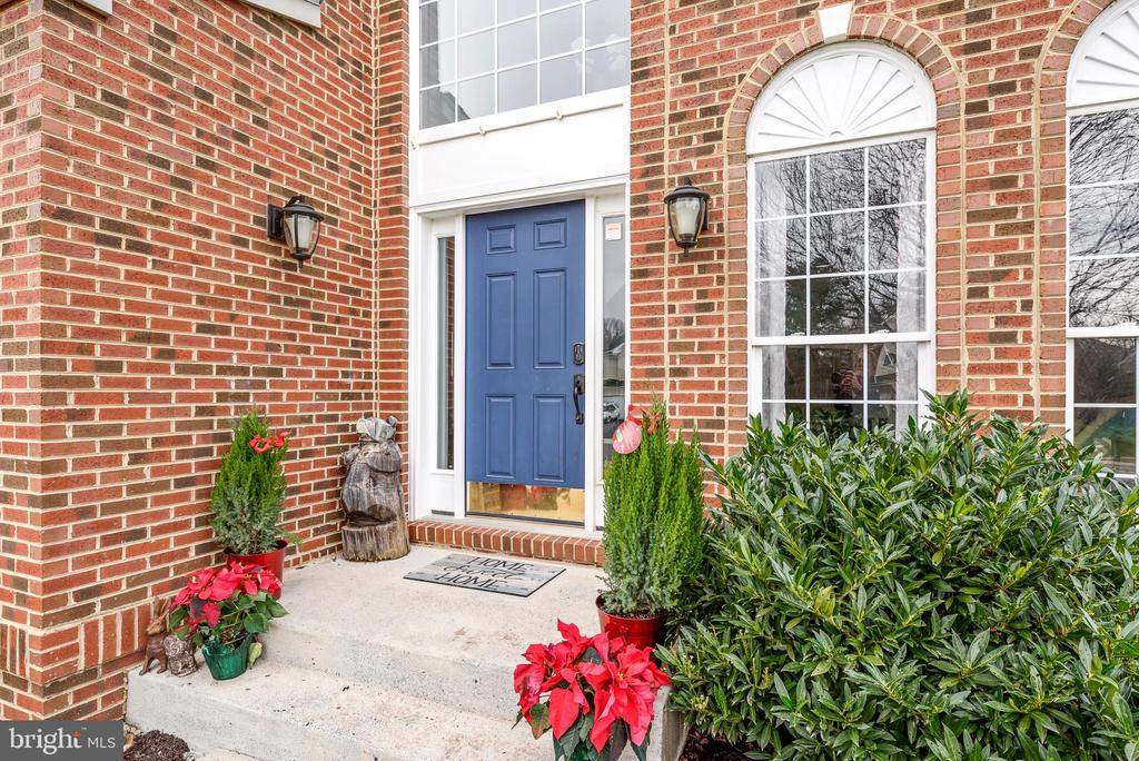 Front entry - 252 ELIA CT SE, LEESBURG