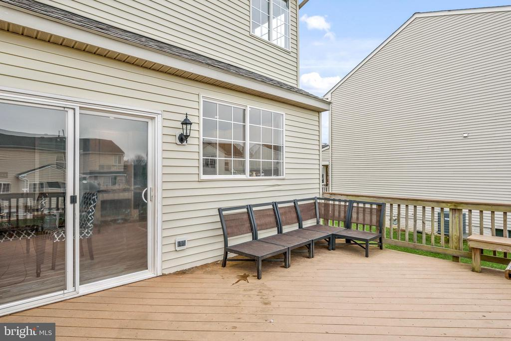 Ample space on your deck - 252 ELIA CT SE, LEESBURG