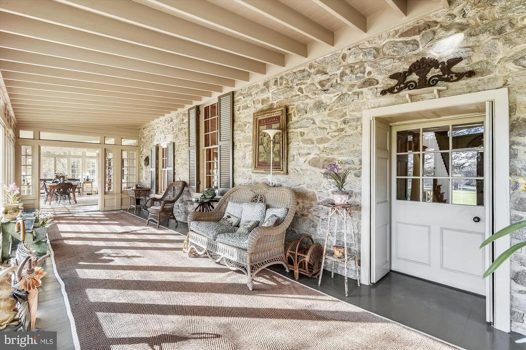 Screened porch - 22956 CARTERS FARM LN, MIDDLEBURG