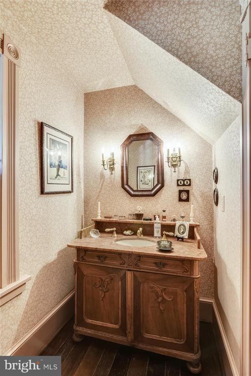 Powder room - 22956 CARTERS FARM LN, MIDDLEBURG