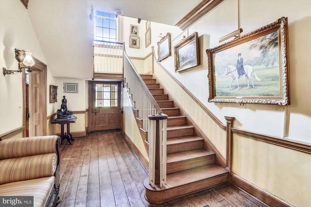 Stairs - 22956 CARTERS FARM LN, MIDDLEBURG