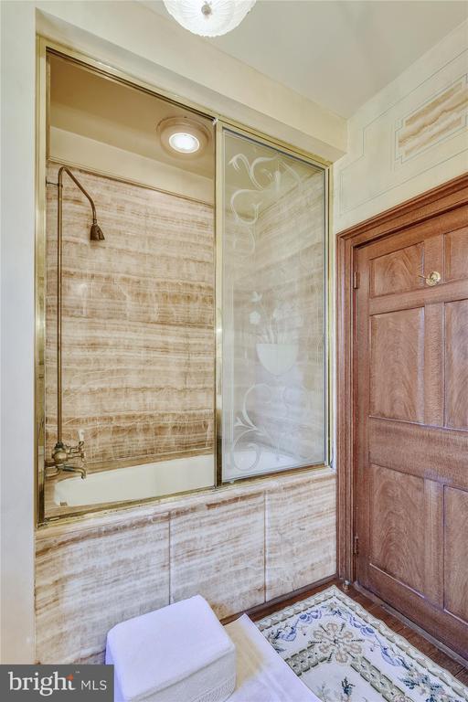 bathroom - 22956 CARTERS FARM LN, MIDDLEBURG