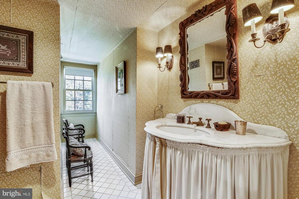 bathroom - 22956 CARTERS FARM LN, MIDDLEBURG