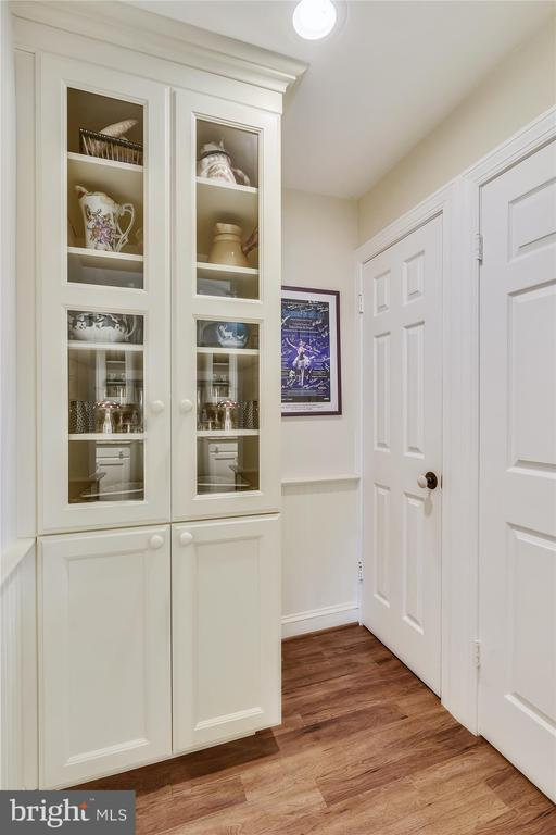Guest house pantry - 22956 CARTERS FARM LN, MIDDLEBURG