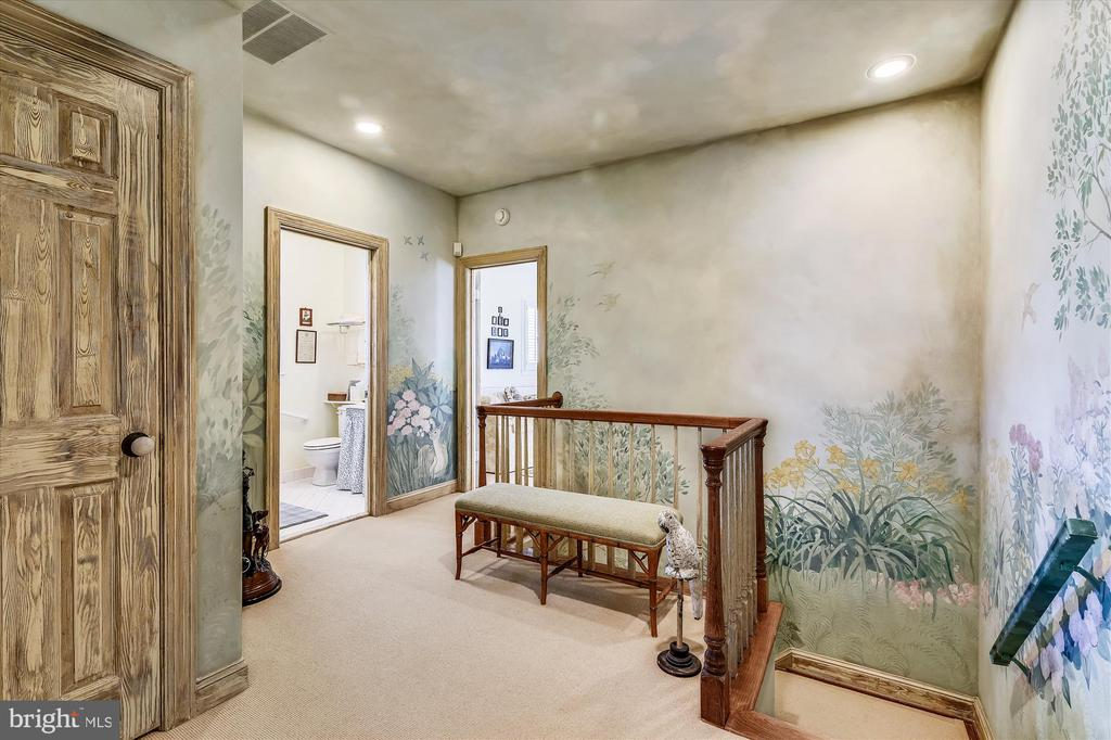 Guest house hall - 22956 CARTERS FARM LN, MIDDLEBURG