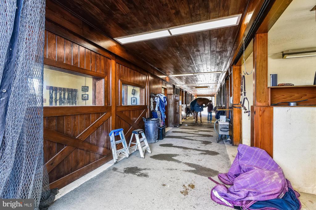 Carriage barn - 22956 CARTERS FARM LN, MIDDLEBURG