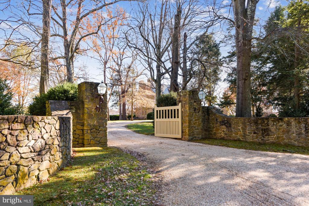 gate - 22956 CARTERS FARM LN, MIDDLEBURG