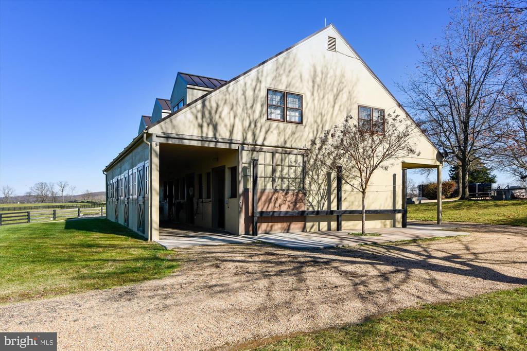 polo barn - 22956 CARTERS FARM LN, MIDDLEBURG