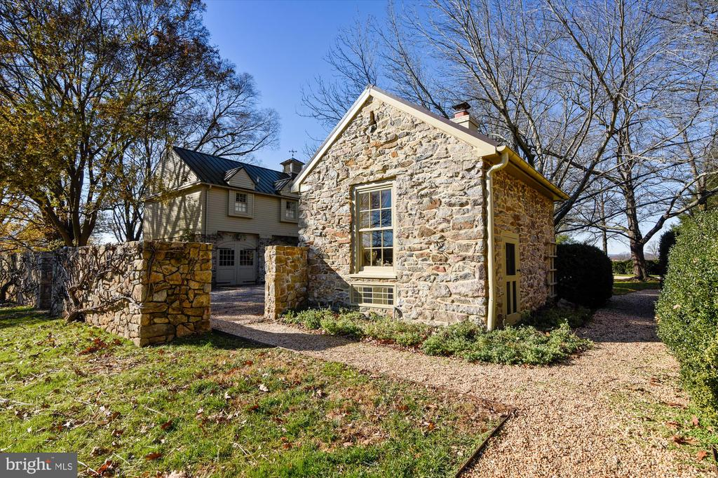 spring house - 22956 CARTERS FARM LN, MIDDLEBURG