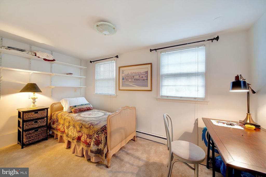 Previously furnished as bedroom; now as study - 330 A ST SE, WASHINGTON
