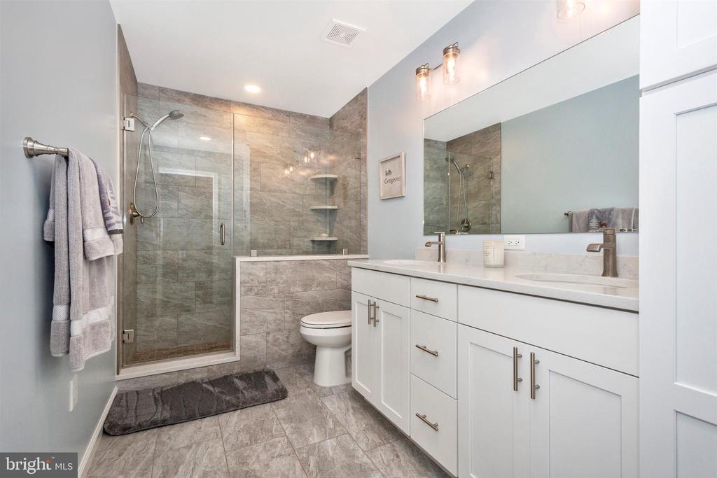 Full Bathroom - 119 SUNHIGH DR, THURMONT