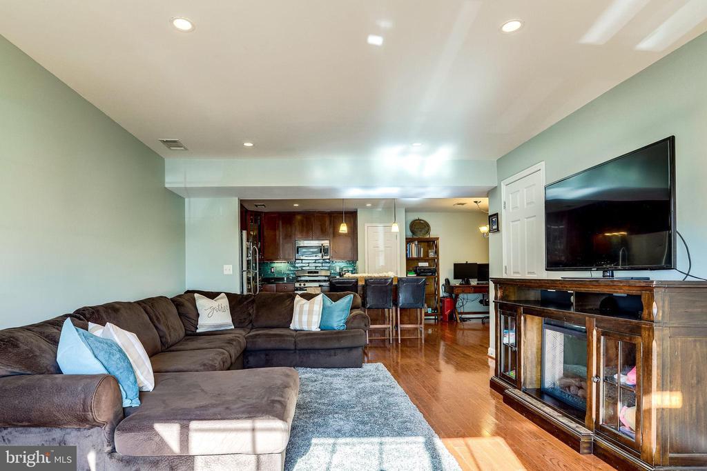 Living Room - 4133 S FOUR MILE RUN DR #D, ARLINGTON