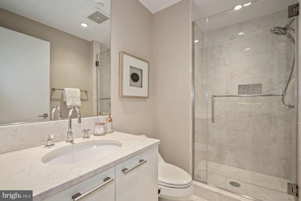 Full Bath - 1881 N NASH ST #509, ARLINGTON
