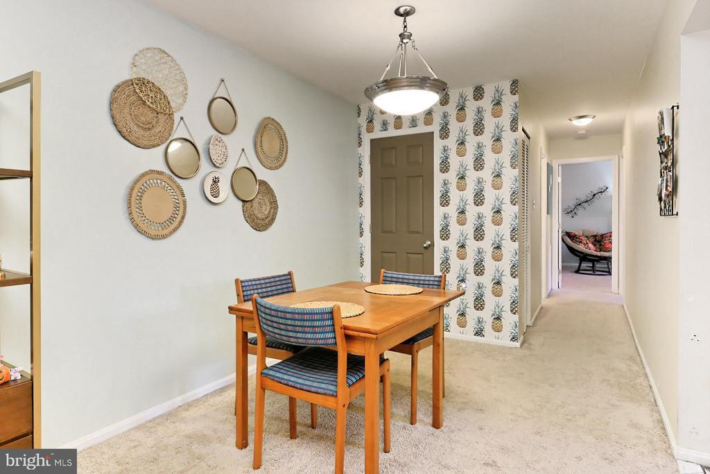 Separate dining area. Storage closet - 403 N BEAUREGARD ST #304, ALEXANDRIA