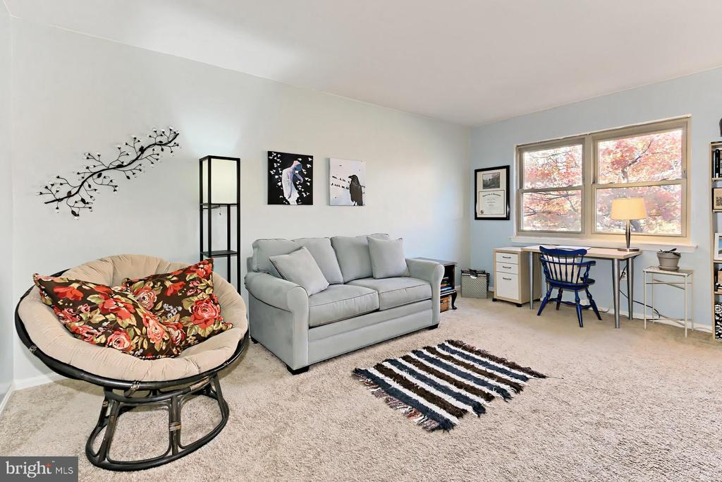 MBA currently used as a guest room/home office - 403 N BEAUREGARD ST #304, ALEXANDRIA