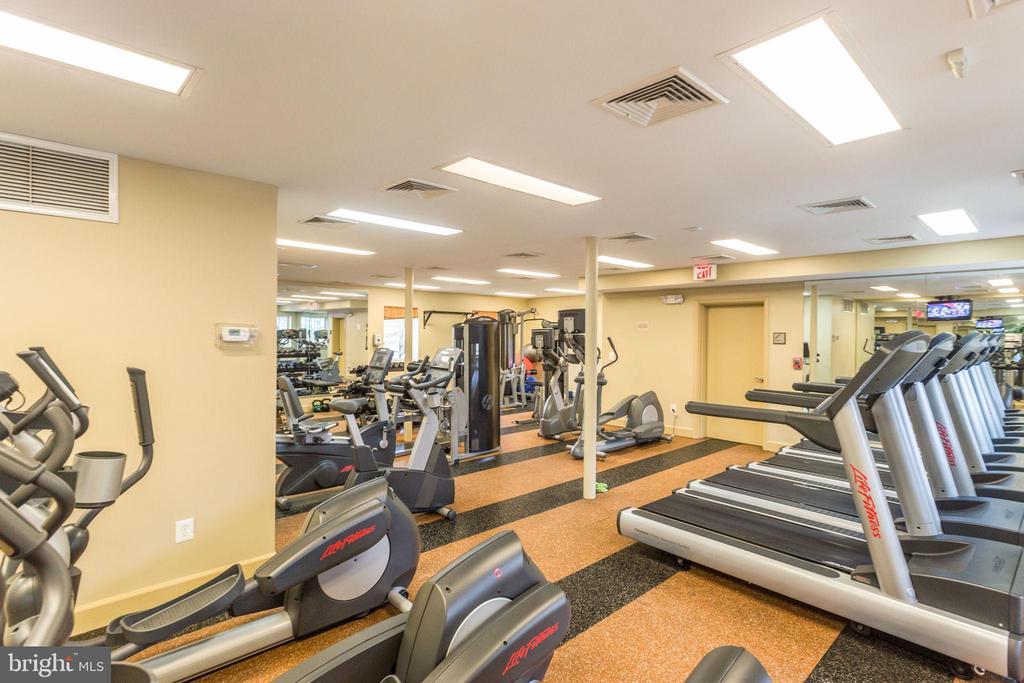 Community Fitness Room - 4133 S FOUR MILE RUN DR #D, ARLINGTON