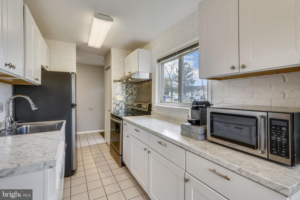 New refrigerator! - 333 RENEAU WAY, HERNDON