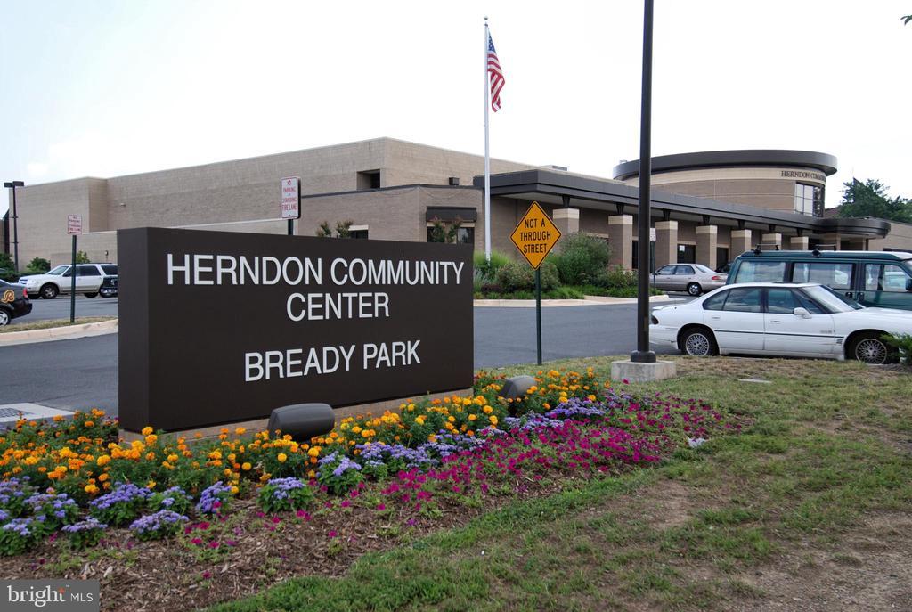 - 333 RENEAU WAY, HERNDON