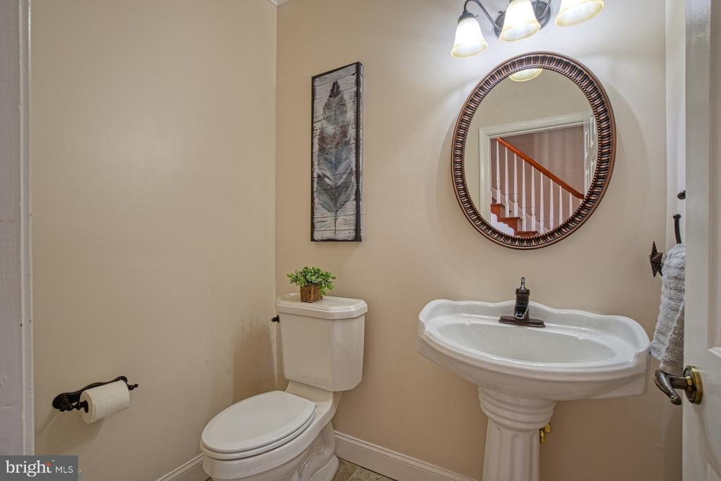 Newly Renovated Powder Room - 18914 SHELBURNE GLEBE RD, LEESBURG