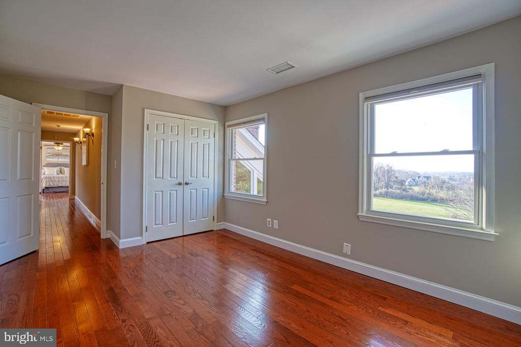 3rd Bedroom with Huge Converted Closet! - 18914 SHELBURNE GLEBE RD, LEESBURG