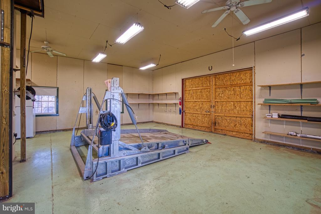 Car Lift Inside! - 18914 SHELBURNE GLEBE RD, LEESBURG