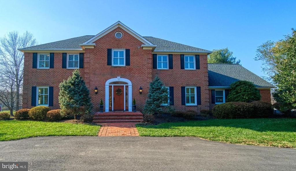 Grand Center Hall Colonial! - 18914 SHELBURNE GLEBE RD, LEESBURG