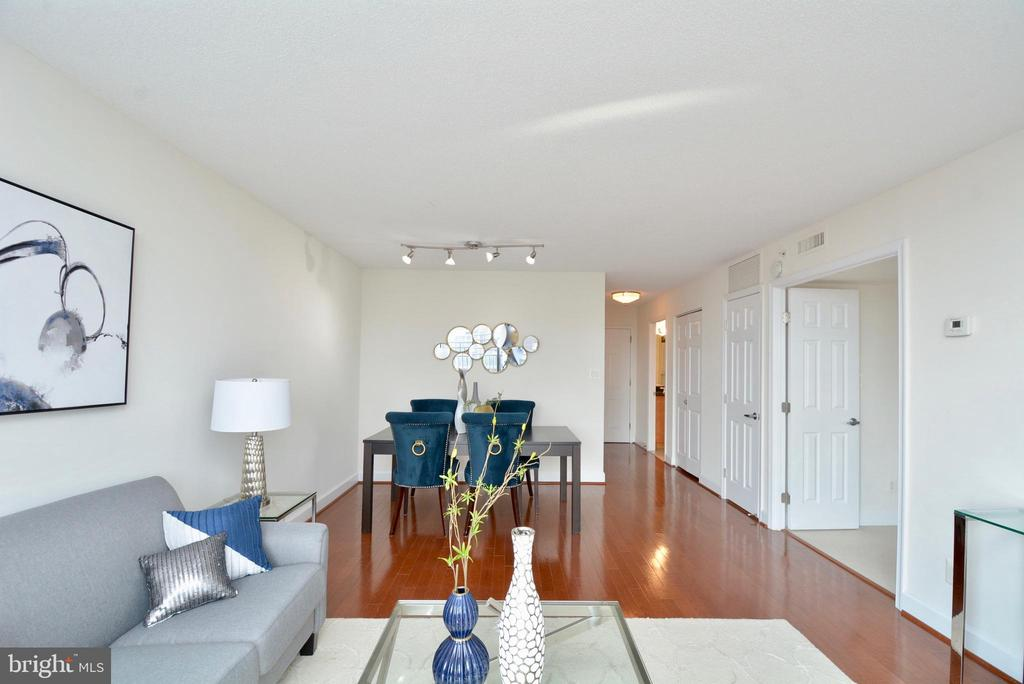 Spacious living/dining space - 3401 38TH ST NW #705, WASHINGTON