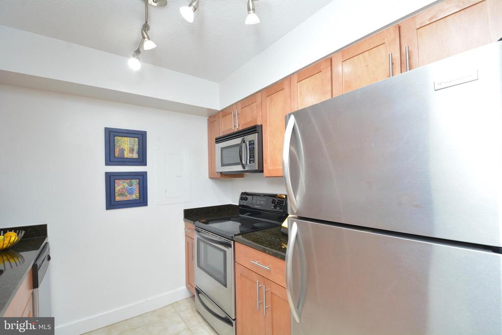 Stainless appliances - 3401 38TH ST NW #705, WASHINGTON