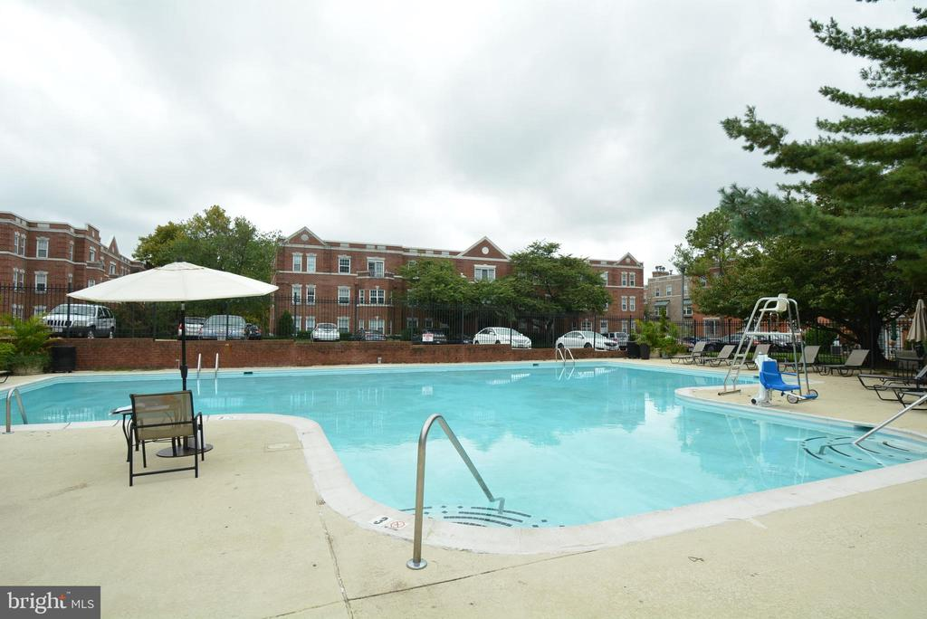 Enjoy the pool in the warm weather - 3401 38TH ST NW #705, WASHINGTON