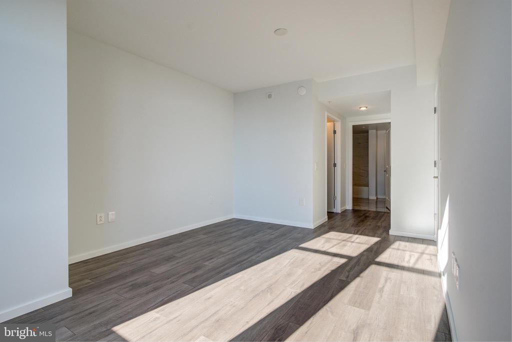2nd Master Suite / overview 2 - 1021 N GARFIELD ST #828, ARLINGTON