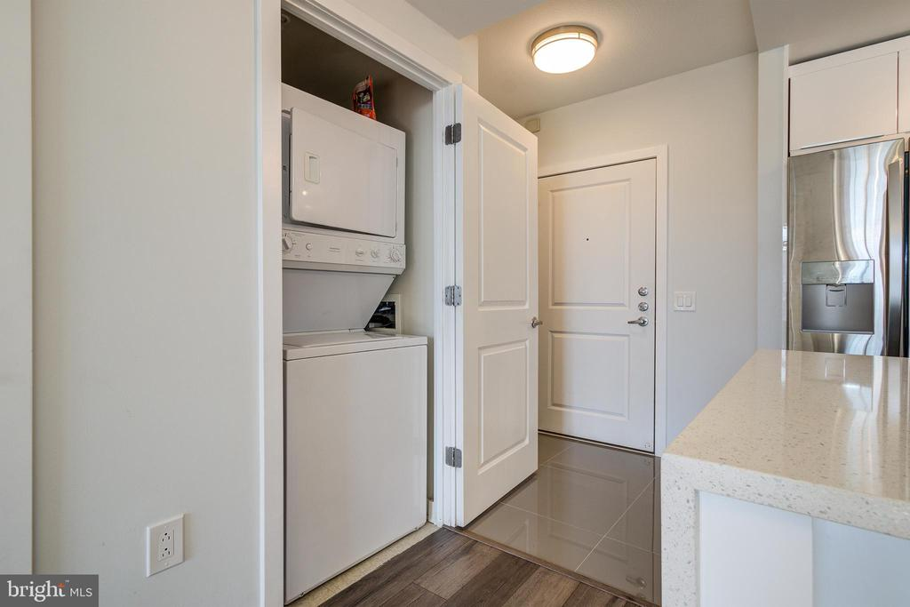 W/D next to kitchen area - 1021 N GARFIELD ST #828, ARLINGTON