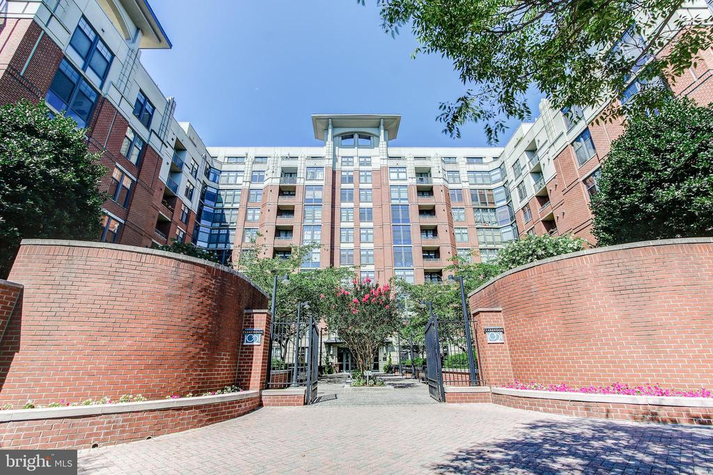 entrance from N Filmore - 1021 N GARFIELD ST #828, ARLINGTON