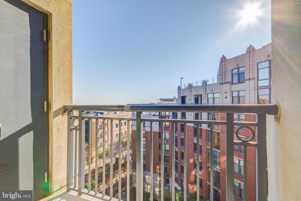 Balcony facing Courtyard with Fountain - 1021 N GARFIELD ST #828, ARLINGTON